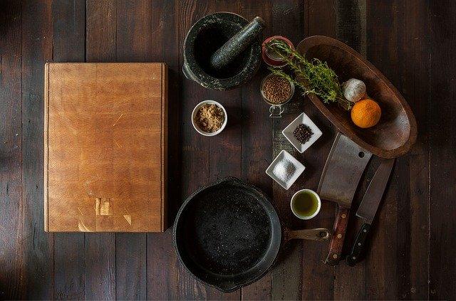 ingrédients disposés sur une table